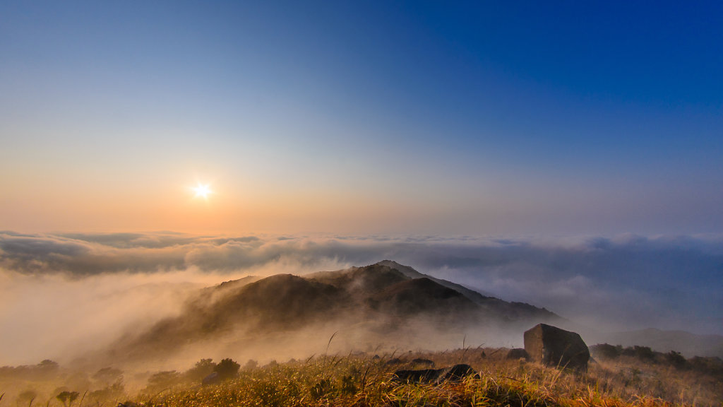 Sunrise Over Sea of Clouds 雲海日出